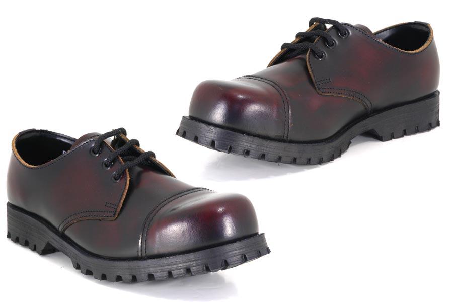 темные туфли