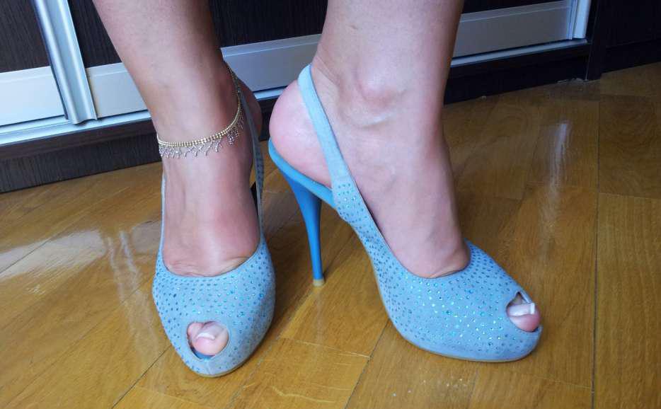 голубые туфли