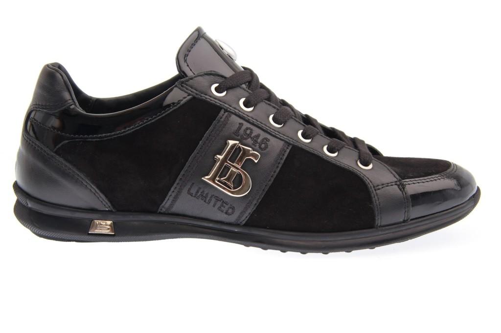 кроссовки бренда
